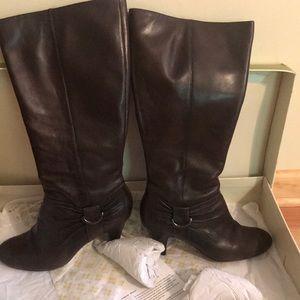 Brand new naturalizer brown boot
